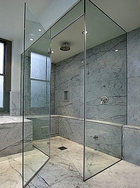 מקלחון פינתי עשוי זכוכית