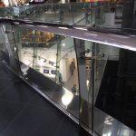 מעקה דגם אליפטי עם מאחז יד עשוי אלומיניום או נירוסטה לקניונים