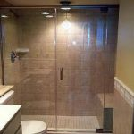 מקלחון נישה עשוי זכוכית