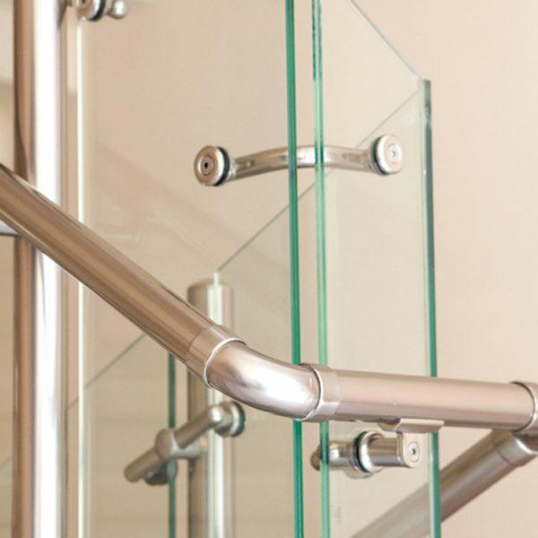 מעקה דגם ספיידר עם מאחז יד עשוי אלומיניום או נירוסטה למדרגות, תקריב