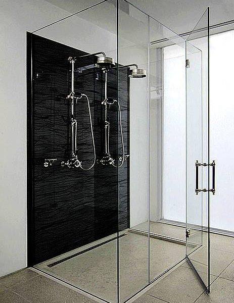 מקלחון שלוש צלעות עשוי זכוכית