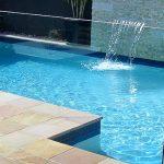 מעקה דגם U לבריכת שחייה