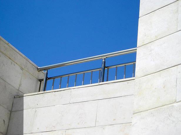 מאחז יד למרפסת בבניין פסגת חן, חיפה