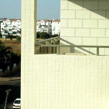 מעקה למרפסת עם מאחז יד