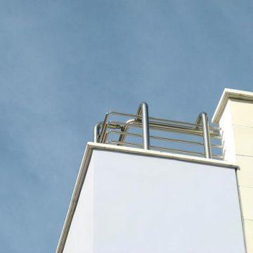 מעקה למרפסת דגם גדר עשוי אלומיניום/נירוסטה
