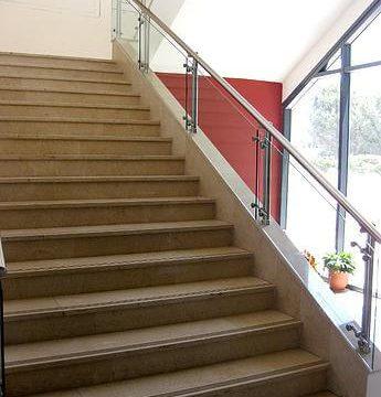 מעקה מדרגות ספיידר עם מאחז יד