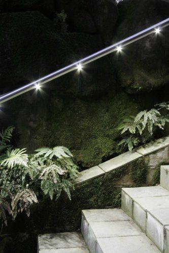 מעקה אלומיניום או נירוסטה עם זכוכית לד ספוט בגינה