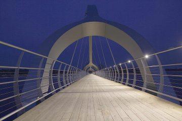 מעקה בטיחות על גשר תאורת לד ספוט