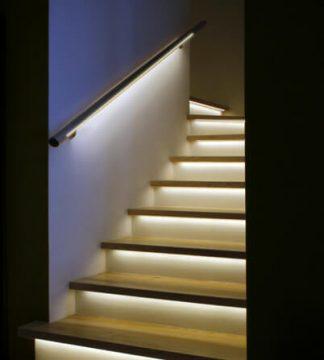 מעקה ומדרגות מואר